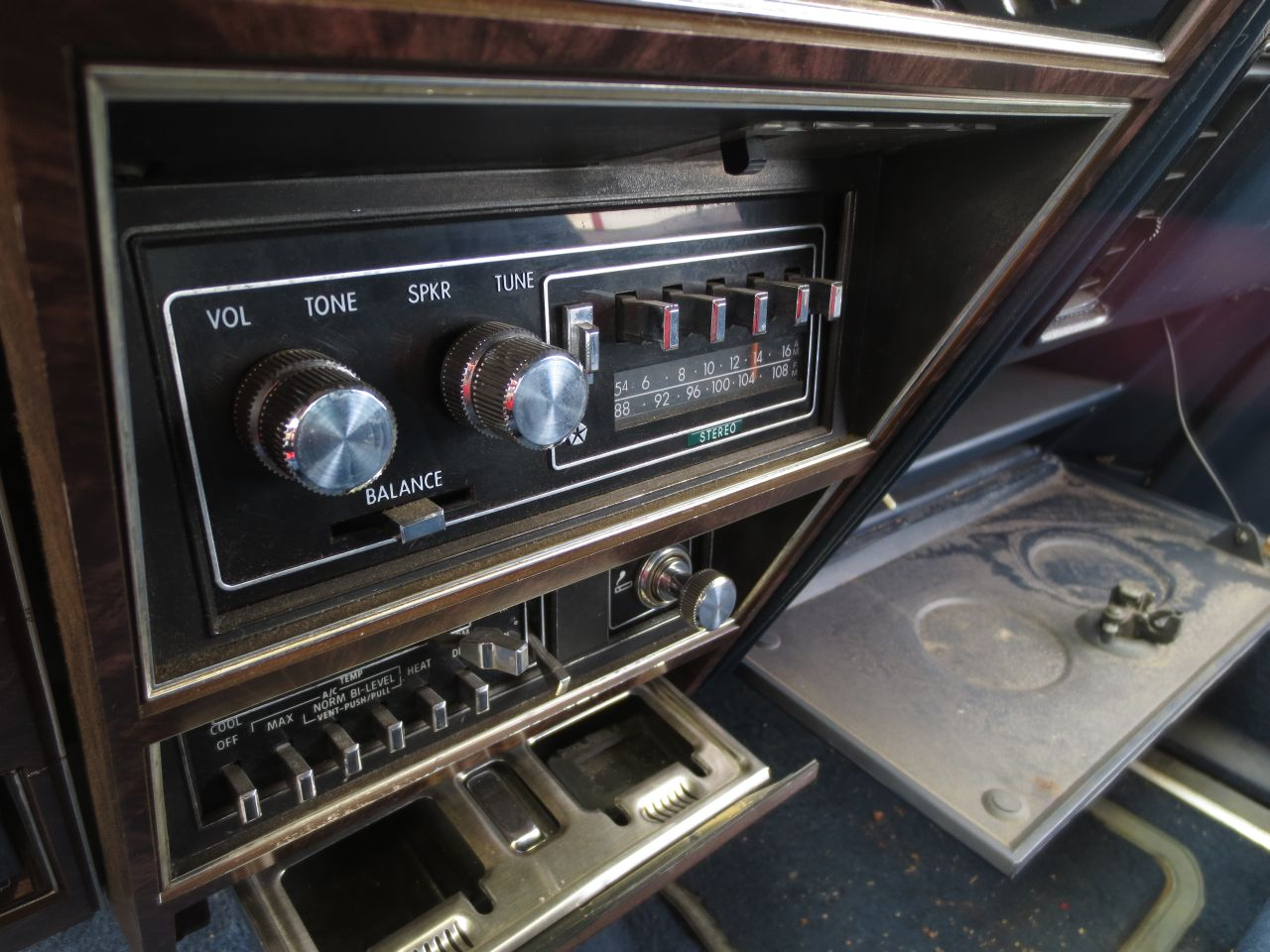 1980 Chrysler LeBaron Interior