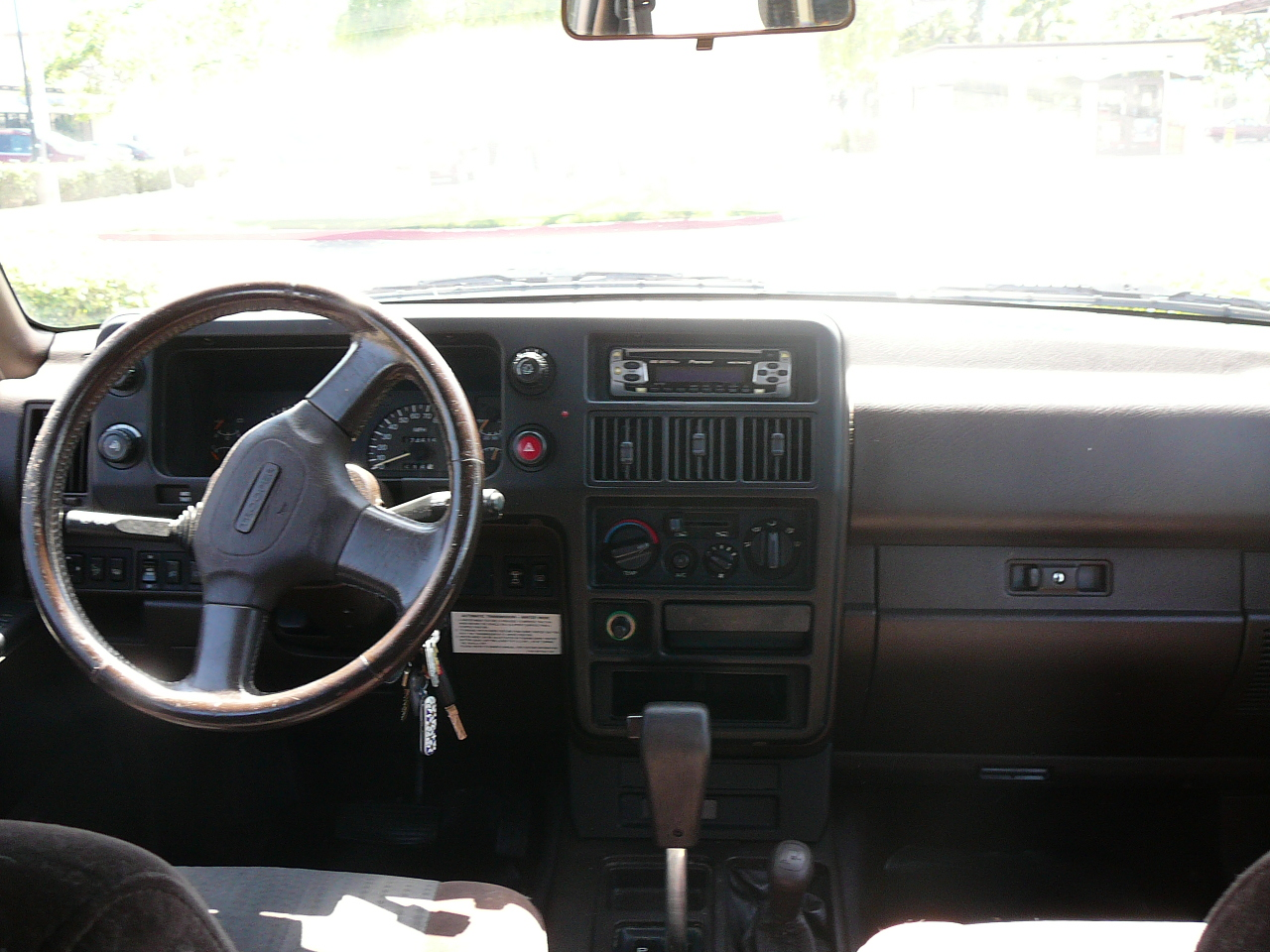 1999 Isuzu Trooper Interior