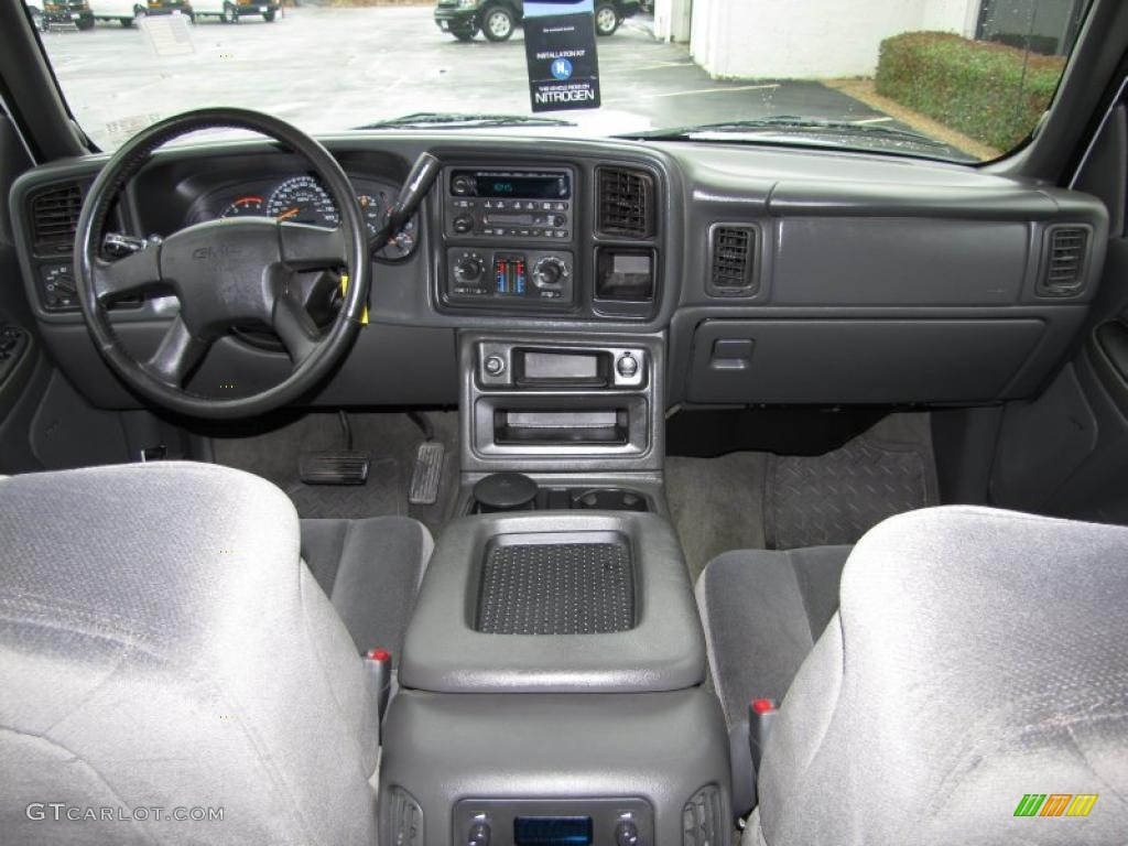 2005 GMC Sierra 2500HD Interior
