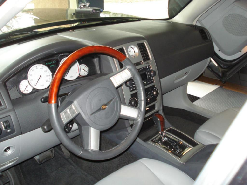 2006 Chrysler 300C Interior