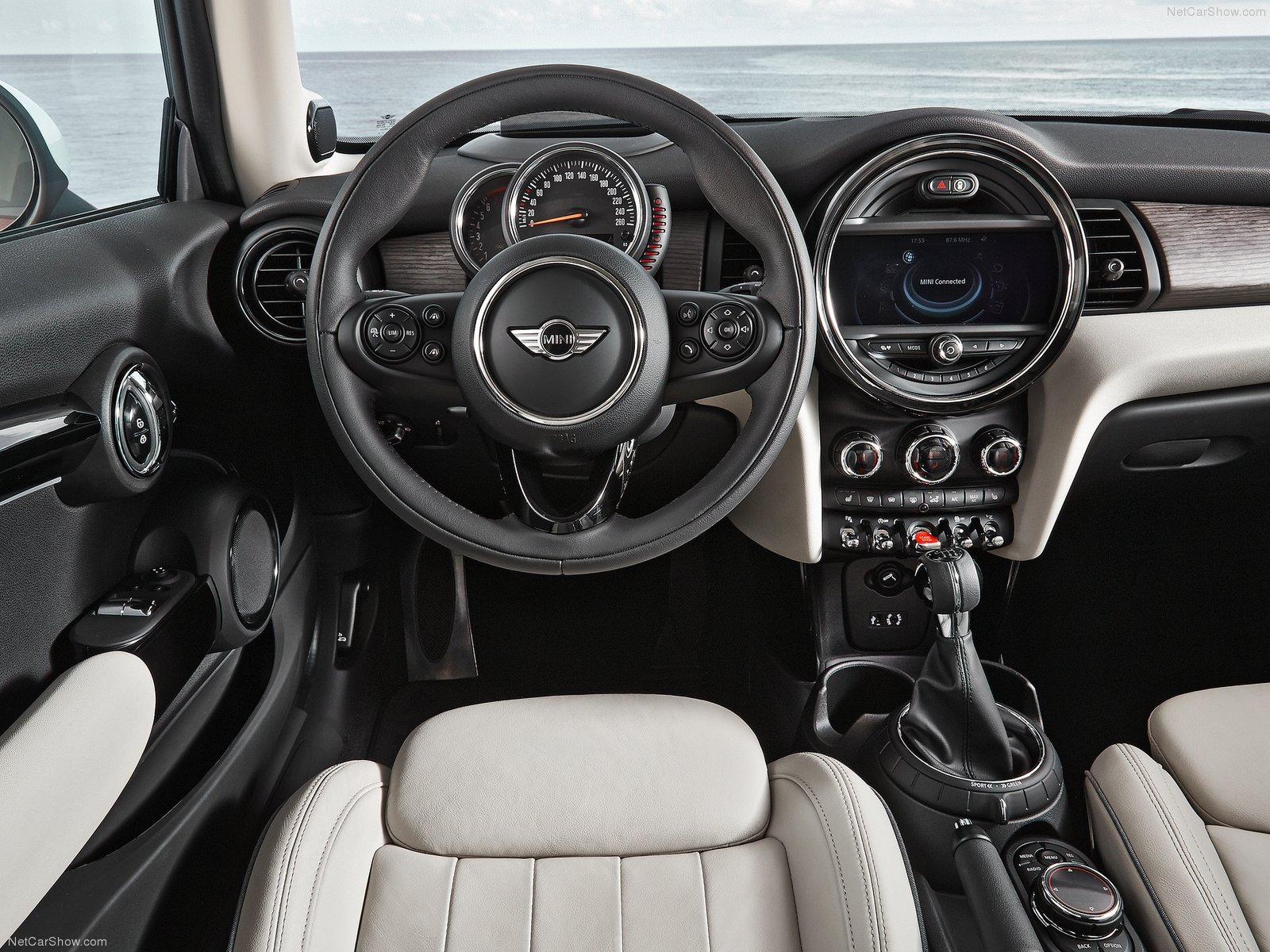 Mini Clubman 2015 Interior