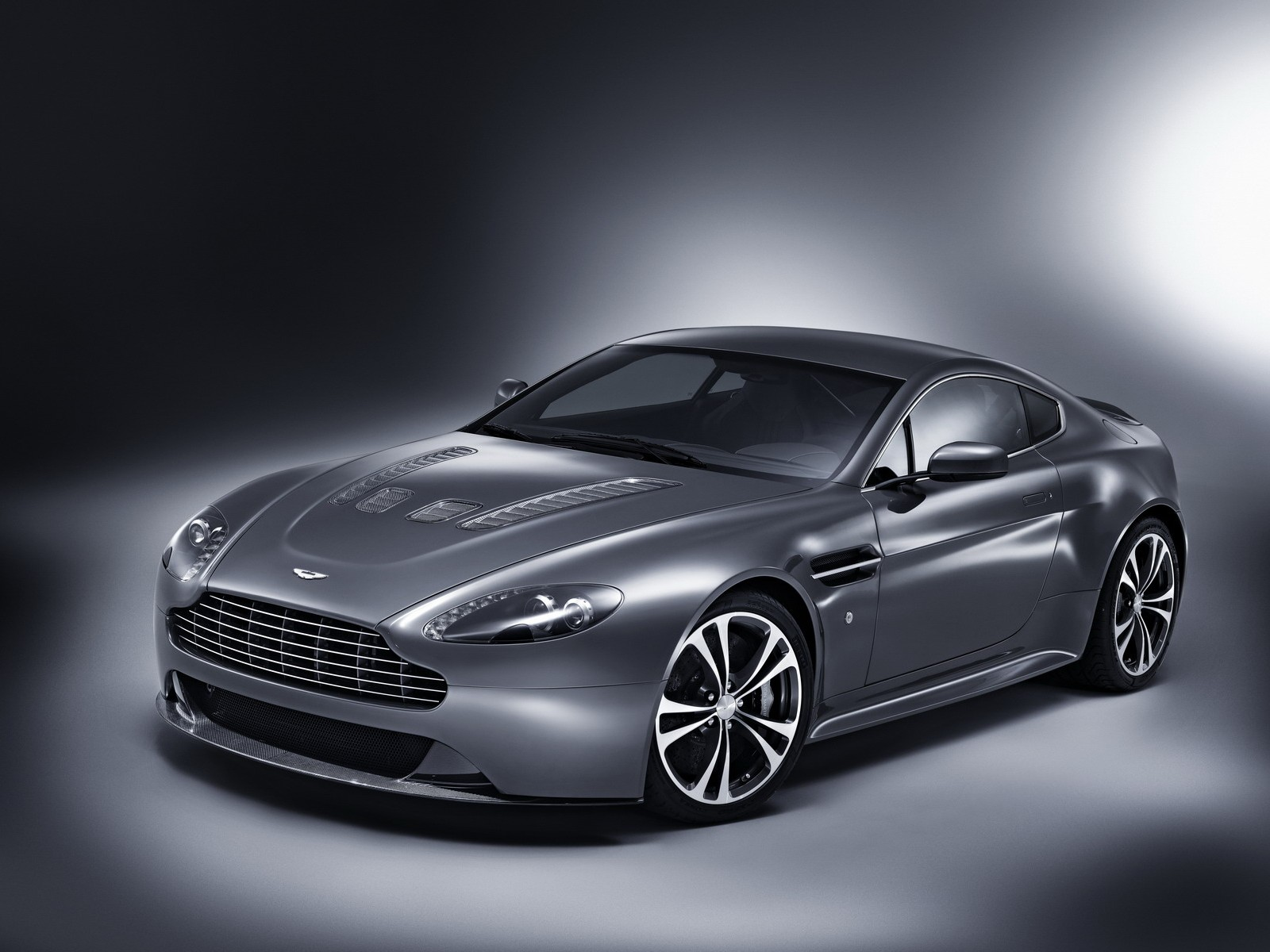 Aston Martin V12 Wallpaper