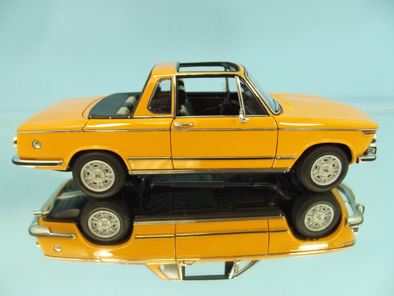 1:18 Minichamps Dealer Promo Edition '71-'73 BMW 2002 Cabrio Item 80430300713