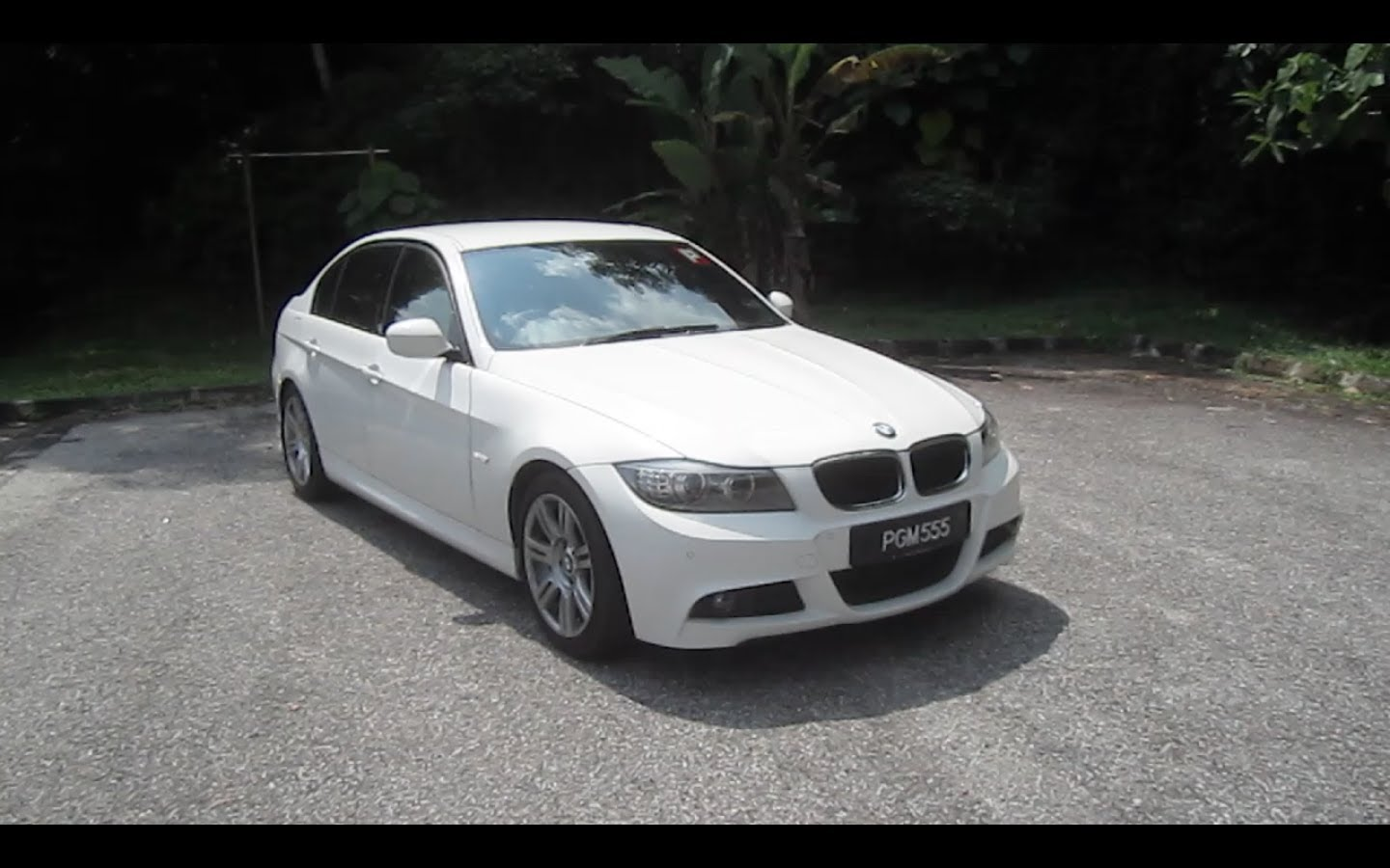 2010 BMW 320i M Sport Start-Up and Full Vehicle Tour