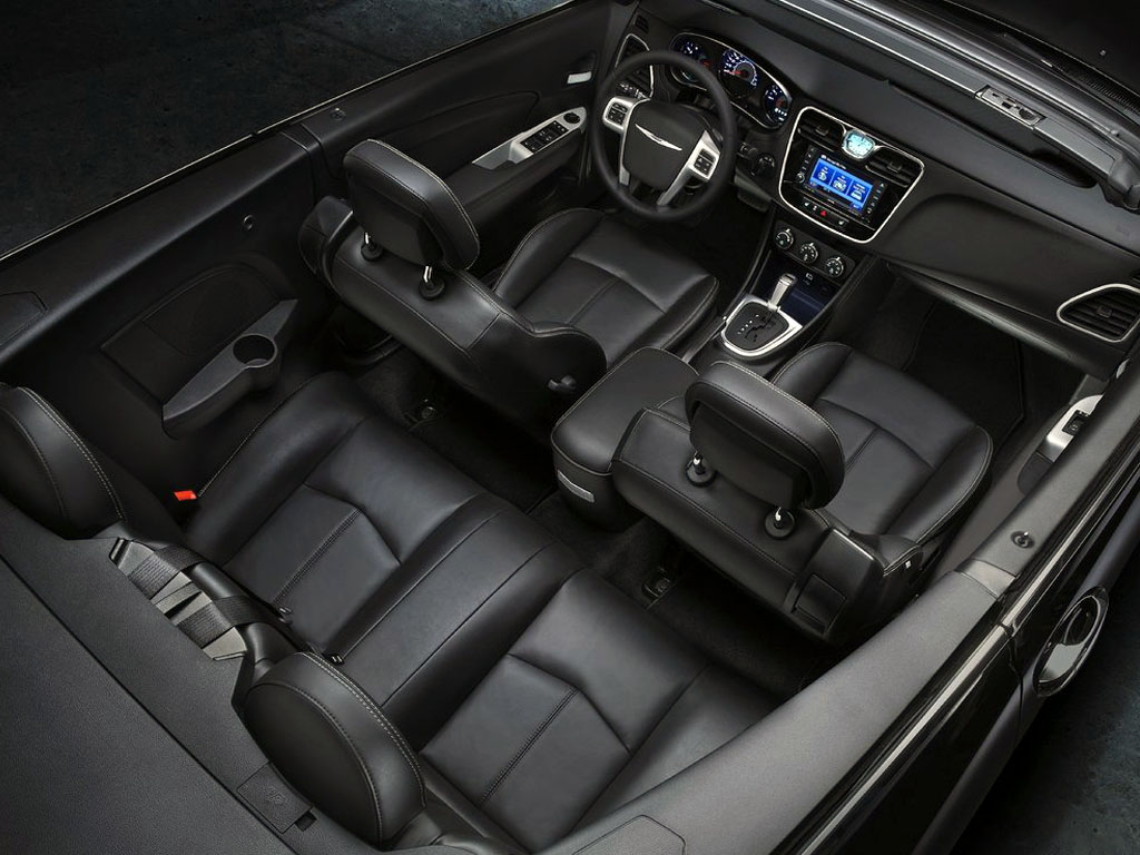 Chrysler 200 2014 Interior