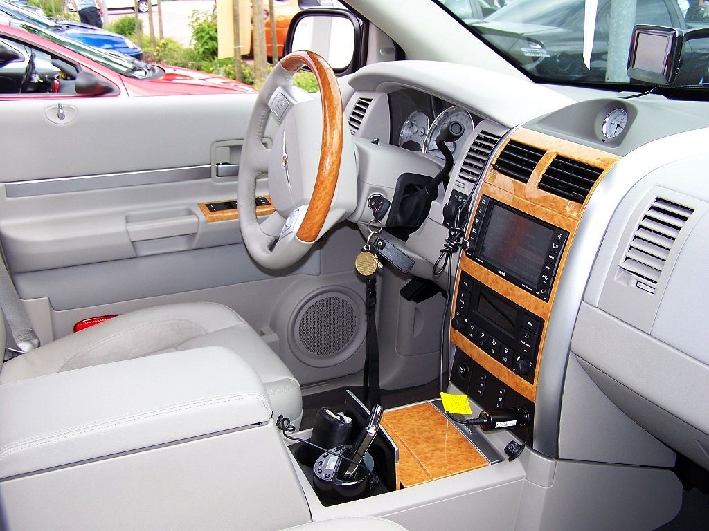 File:Chrysler Aspen Dash.jpg