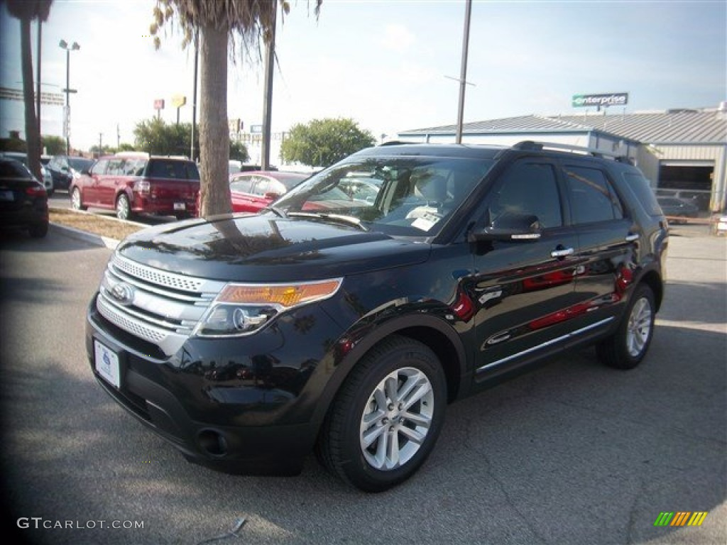 2014 Explorer XLT - Tuxedo Black / Medium Light Stone photo #1