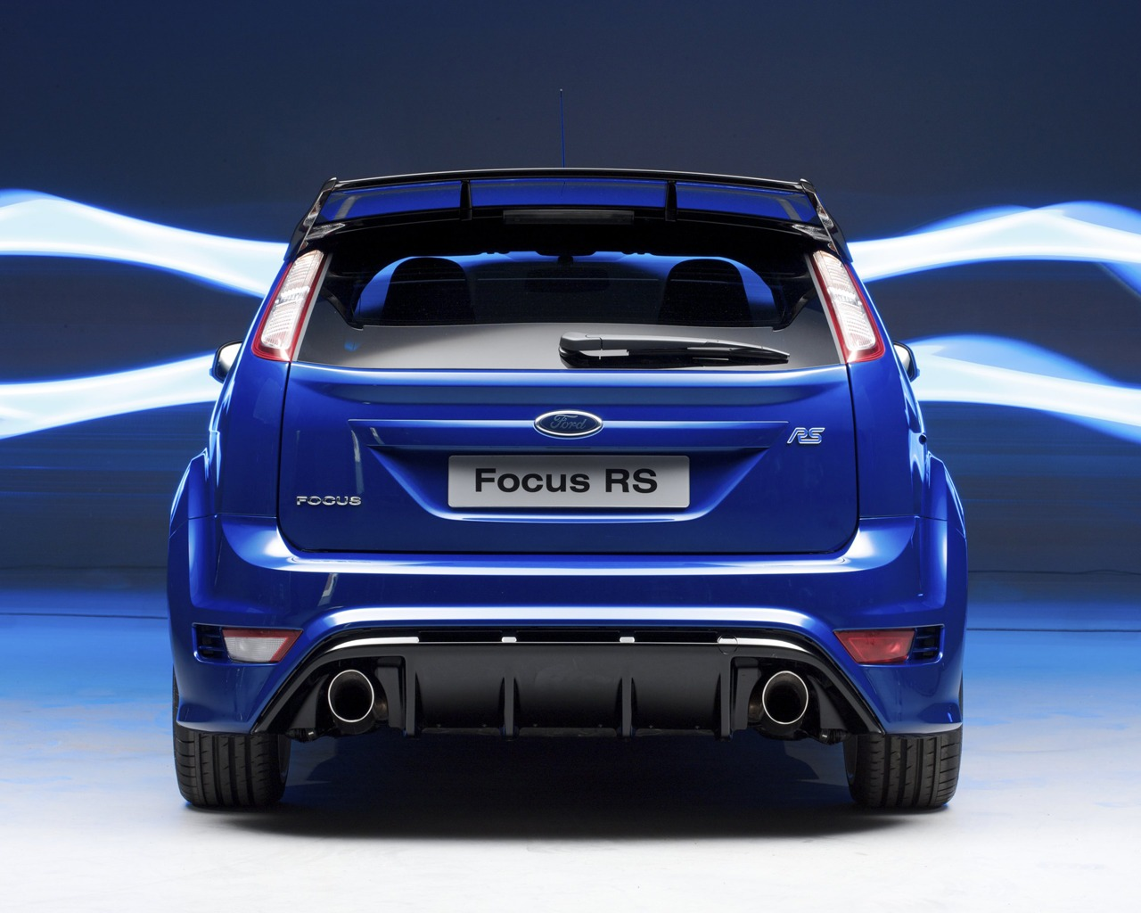 The 2009 Focus RS is also available in two other colors including Frozen White and Electric Blue (the color you see here).