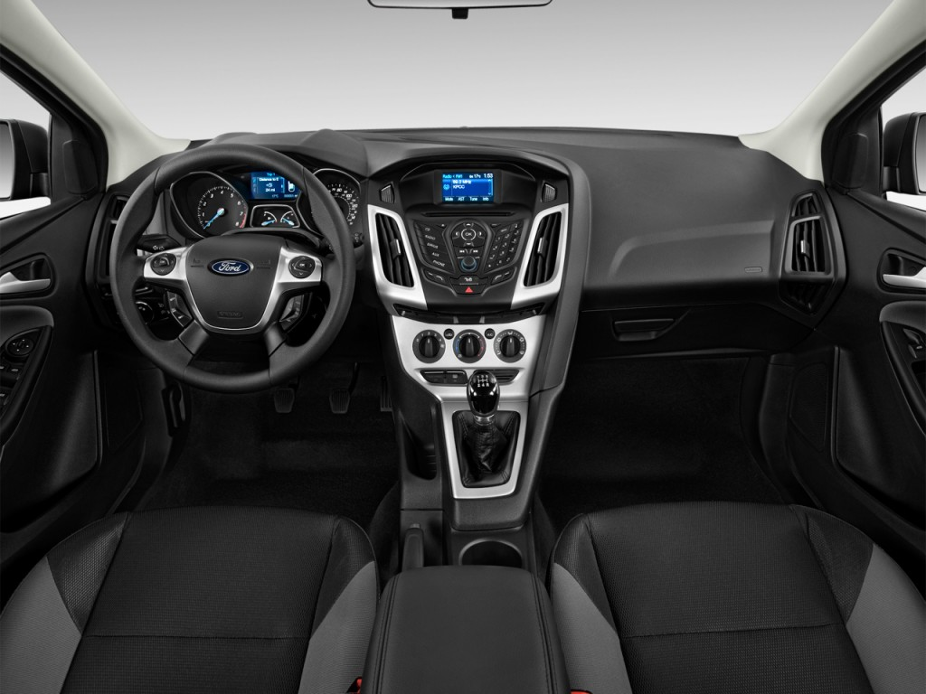 2014 Ford Focus HB dash