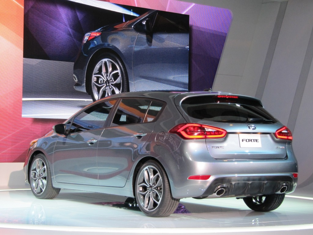 ... 2014 Kia Forte 5-door hatchback, 2013 Chicago Auto Show ...