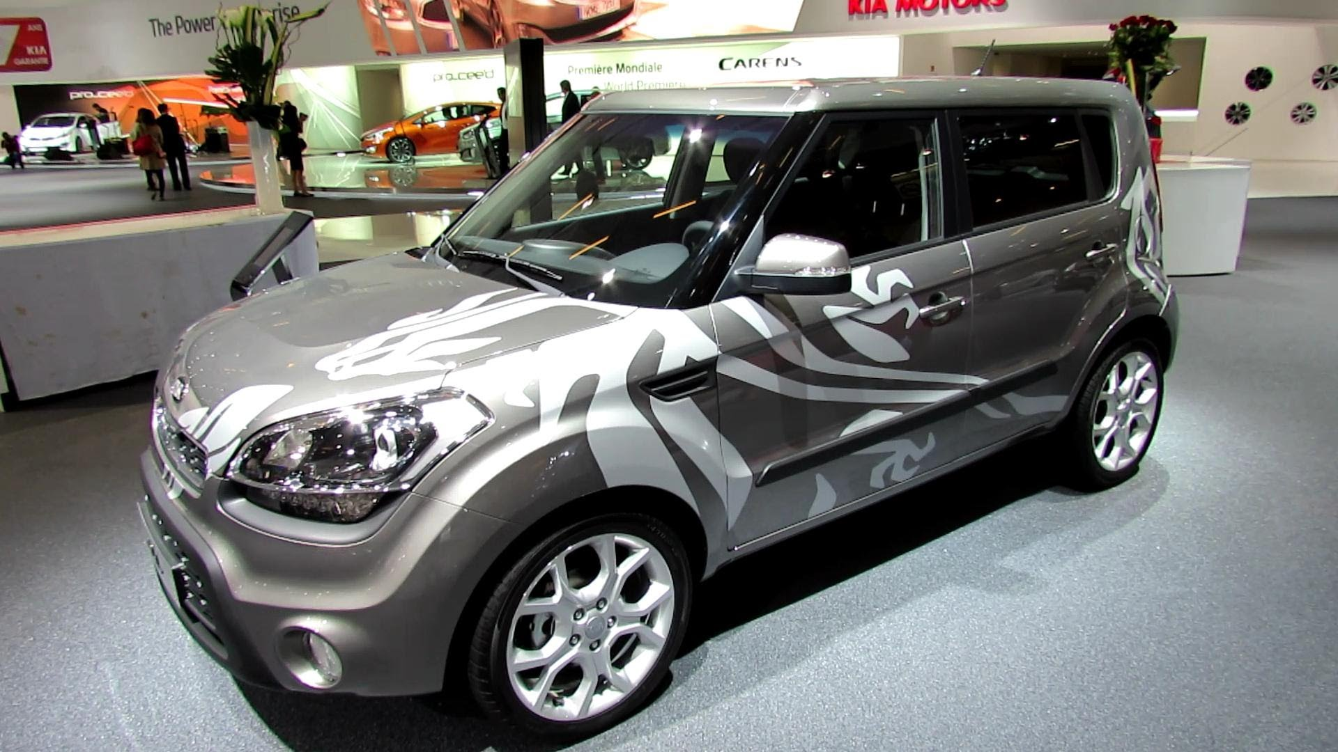 2013 KIA Soul Sport Diesel - Exterior and Interior Walkaround - 2012 Paris Auto Show