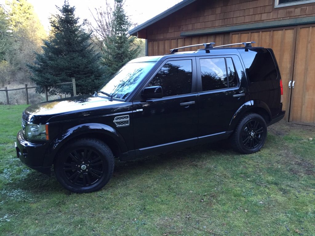 Land Rover LR4 Blacked Out
