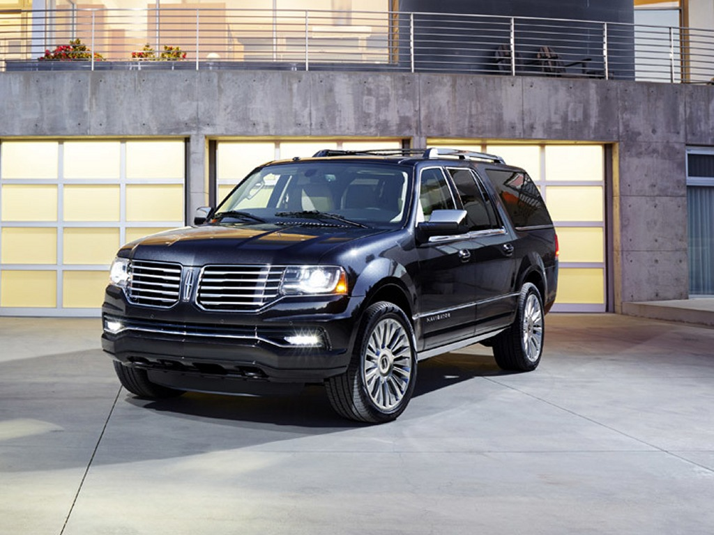 2015 Lincoln Navigator Black Color Wallpaper