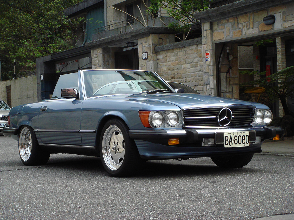 Mercedes r107 amg wallpaper 1600x1200 18398 for Mercedes benz customized