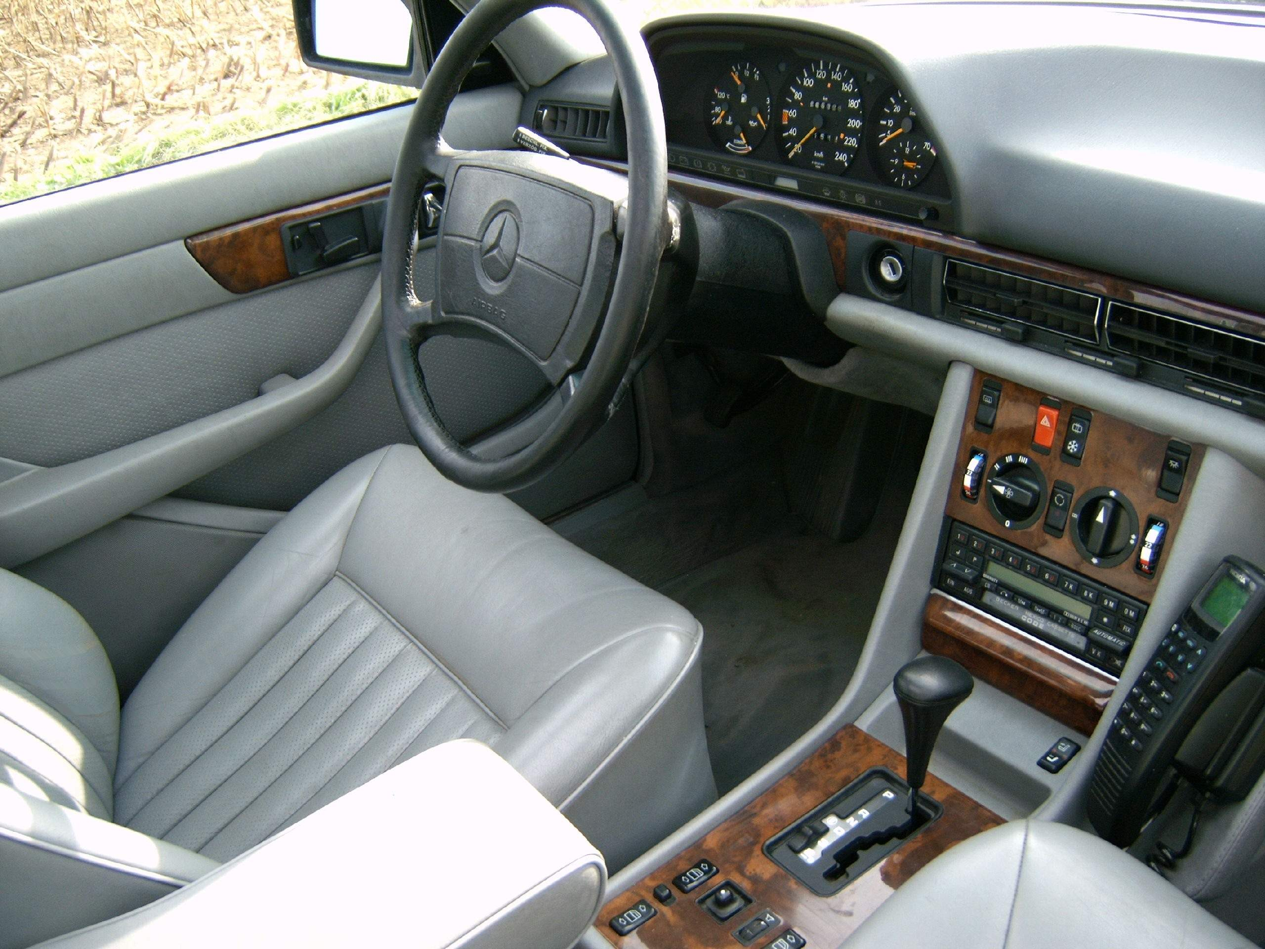 W126 S-Class driver's seat with SRS airbag in steering wheel