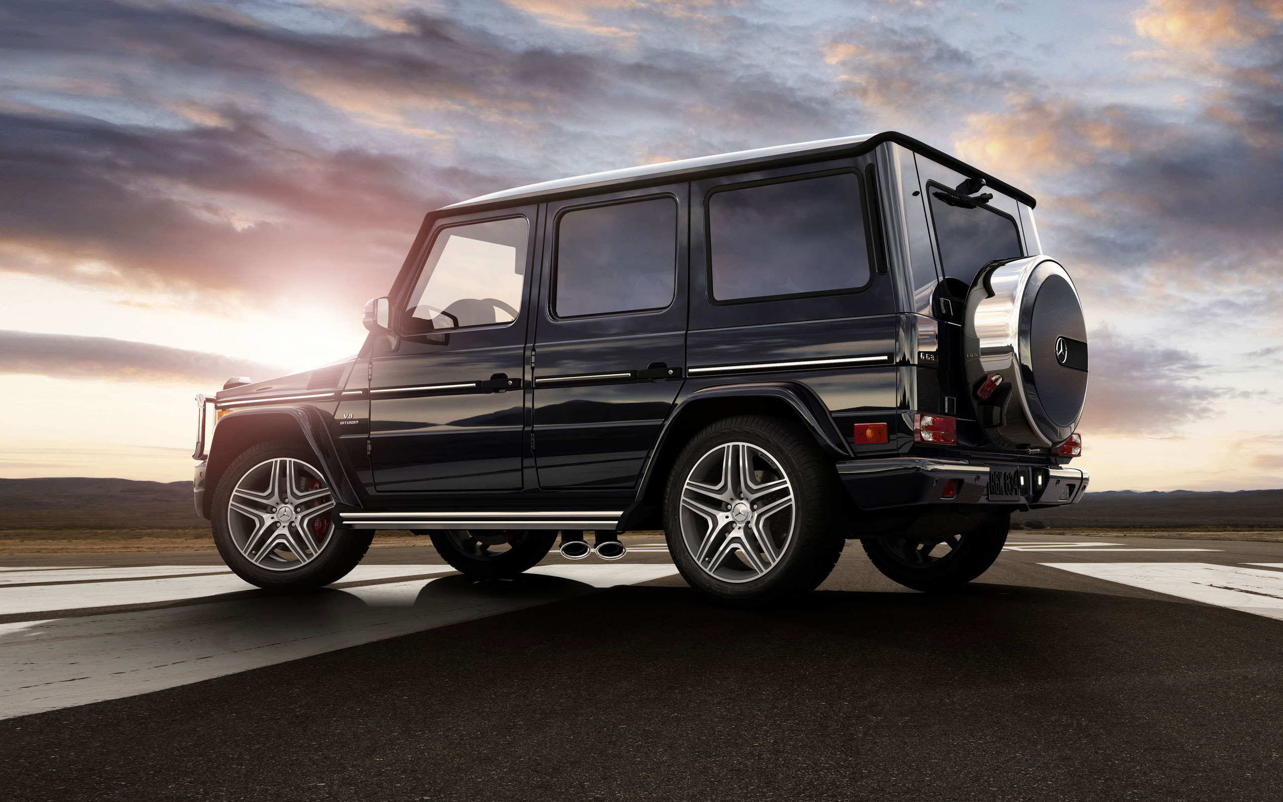 G63 AMG in Black with 20-inch AMG wheels
