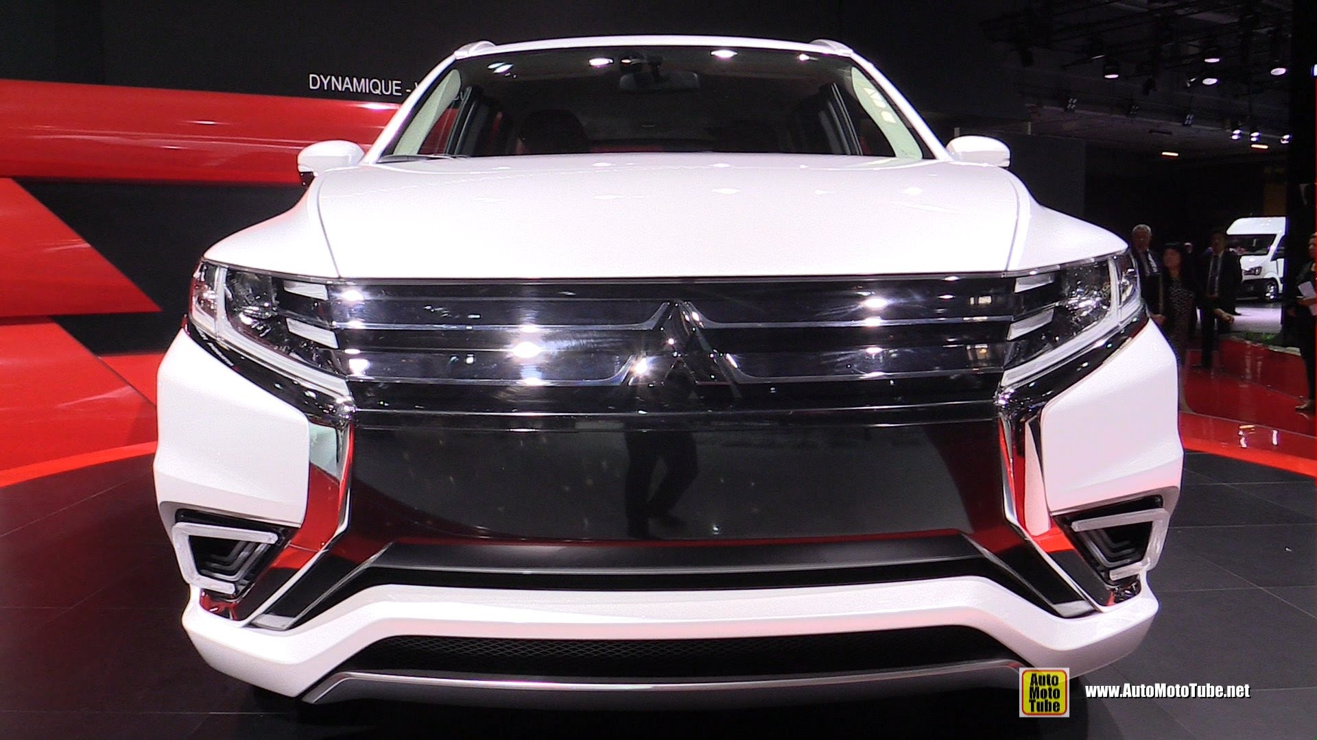 2015 Mitsubishi Outlander PHEV Concept S - Exterior and Interior Walkaround - 2014 Paris Auto Show