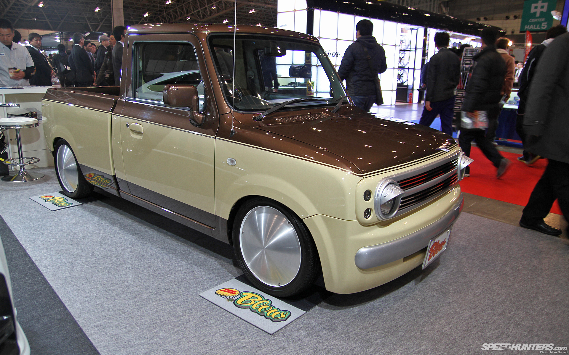 Interesting... what is is? Honda N-one truck??? Nissan Cube truck?