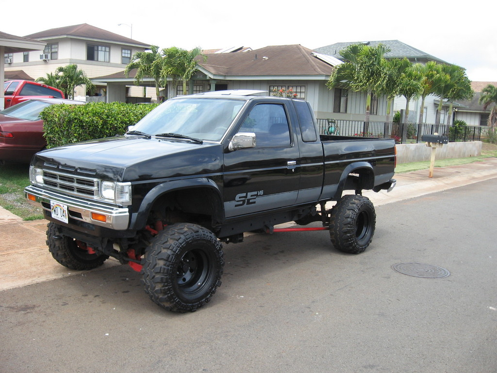 Nissan Pickup 4x4 Lifted