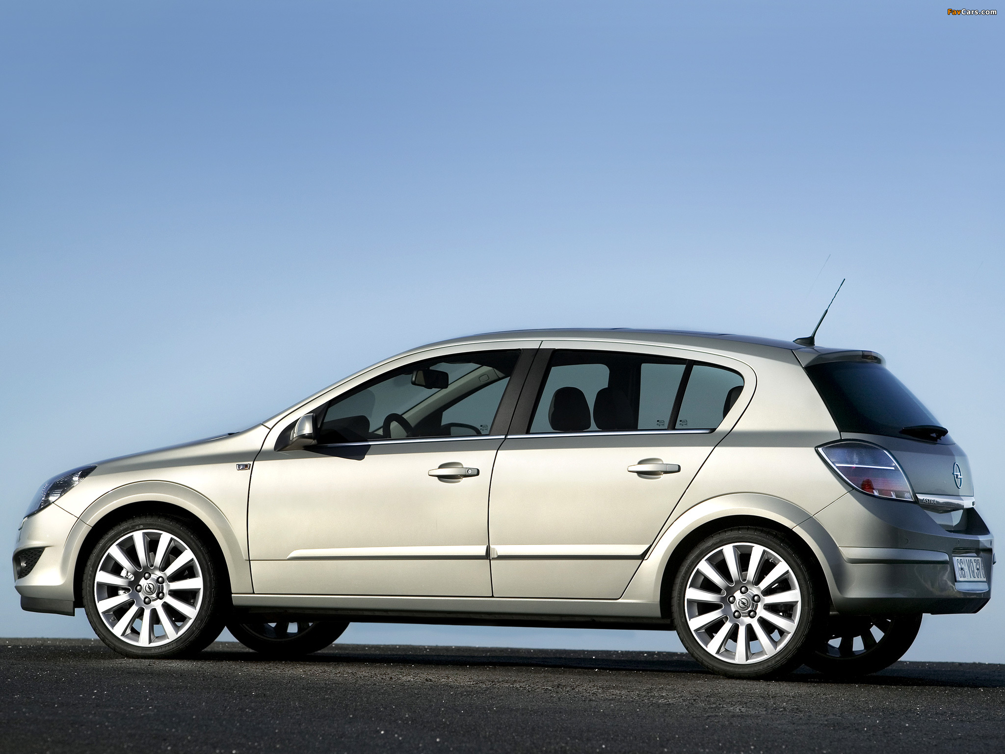 Photos of Opel Astra Hatchback (H) 2007 (2048 x 1536)
