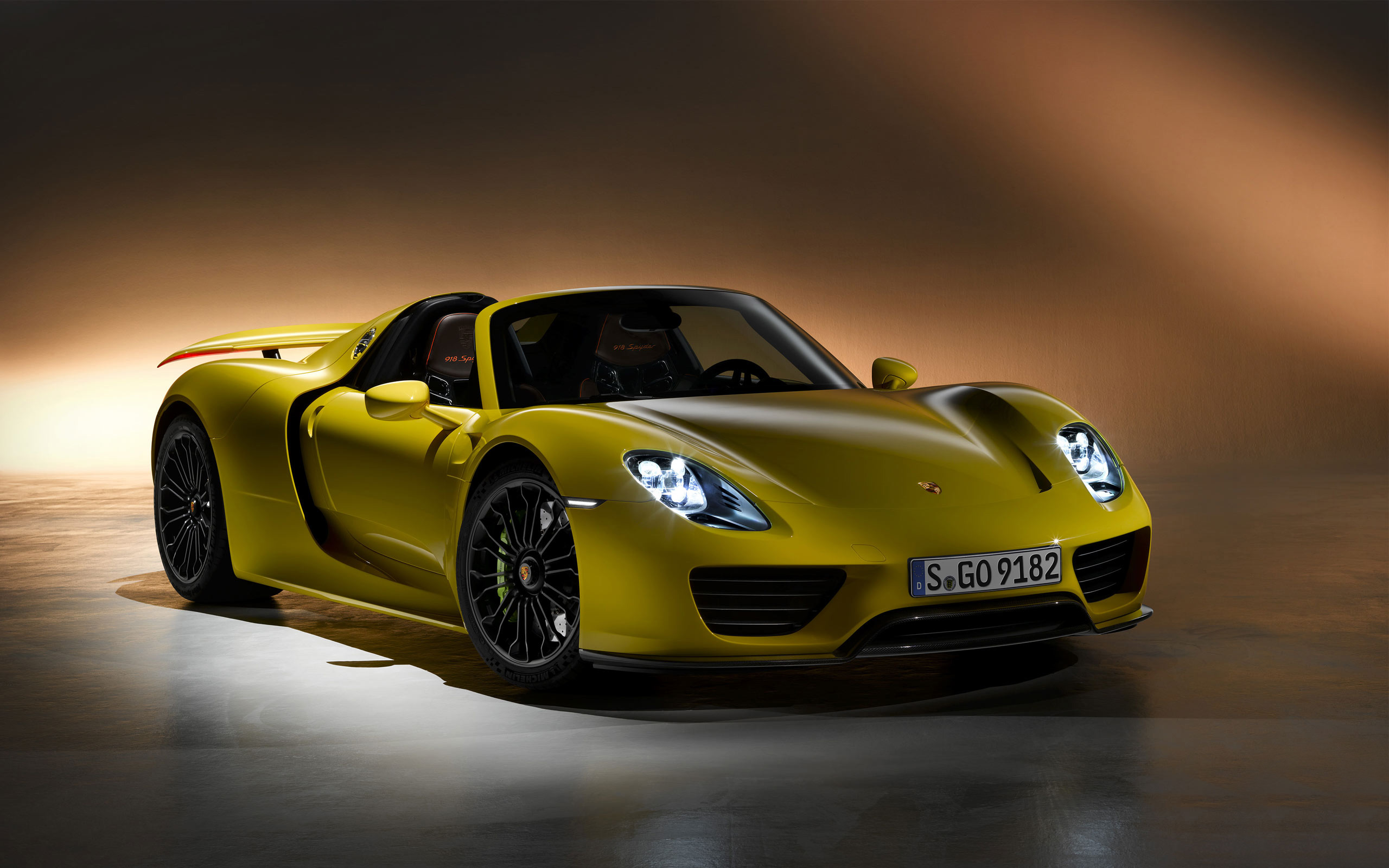 2014 Porsche 918 Yellow Edition