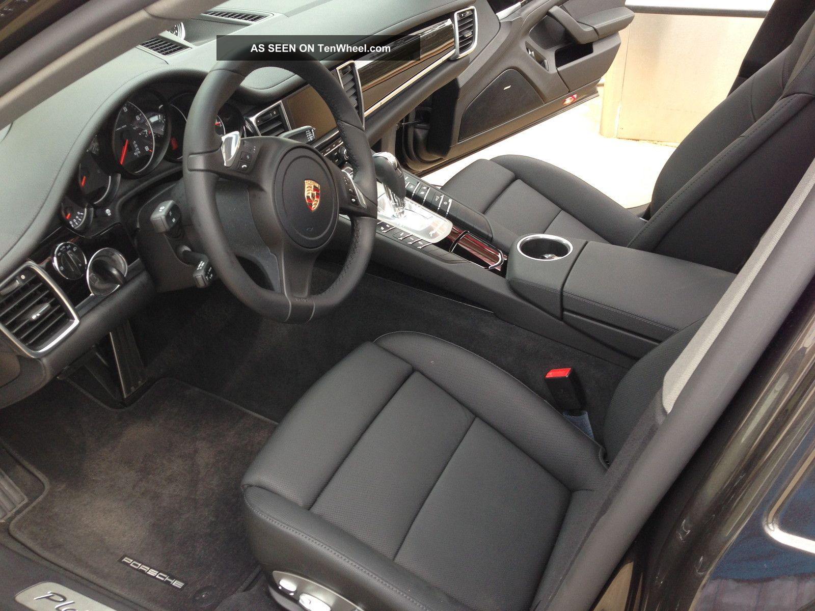 black porsche panamera interior the image kid has it. Black Bedroom Furniture Sets. Home Design Ideas