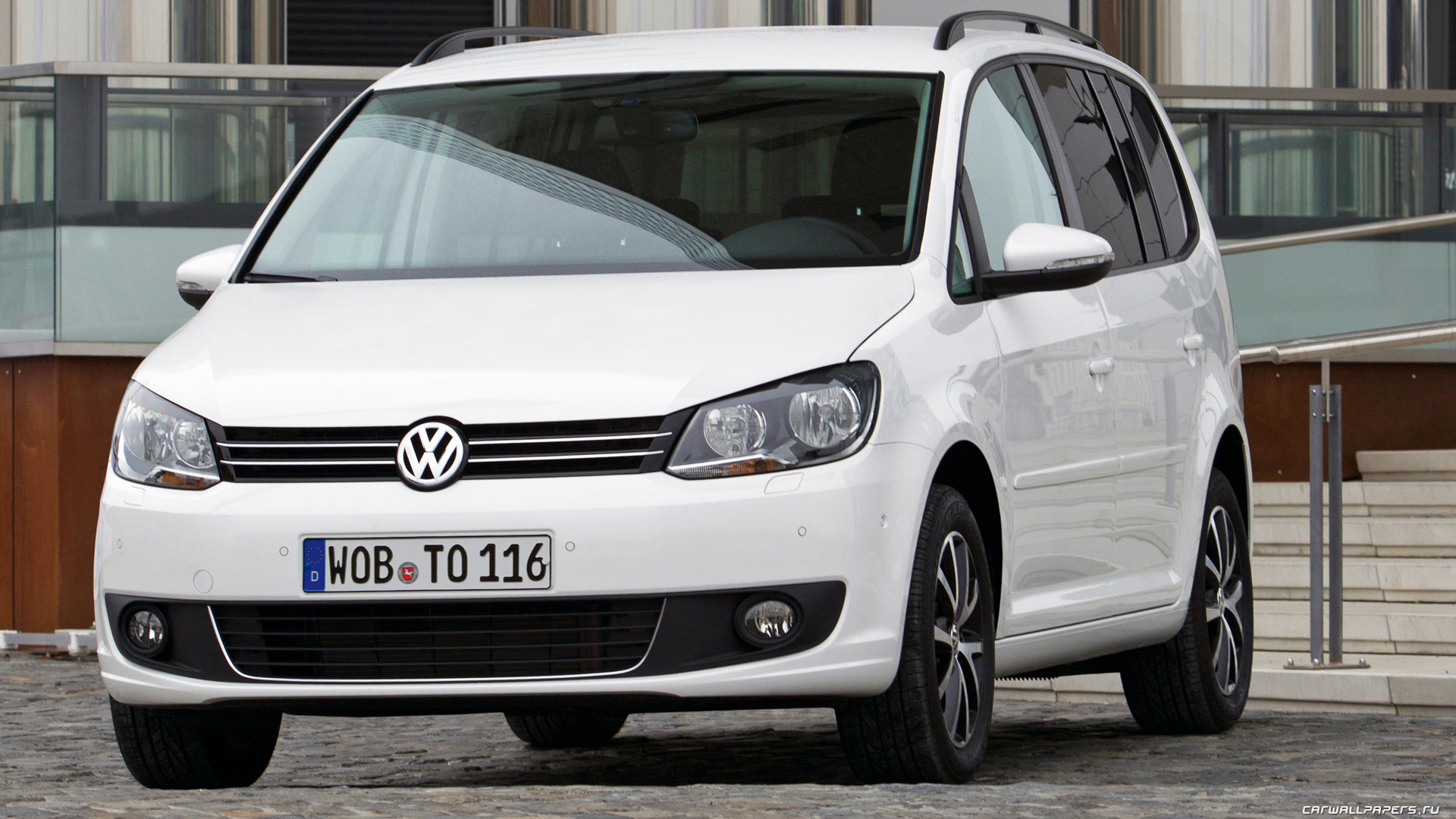 original wallpaper download: Photo of a car Volkswagen Touran - 1920x1080