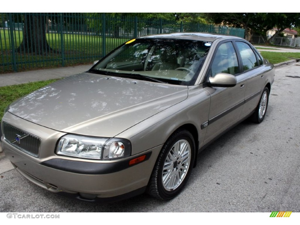 Moondust Metallic Volvo S80